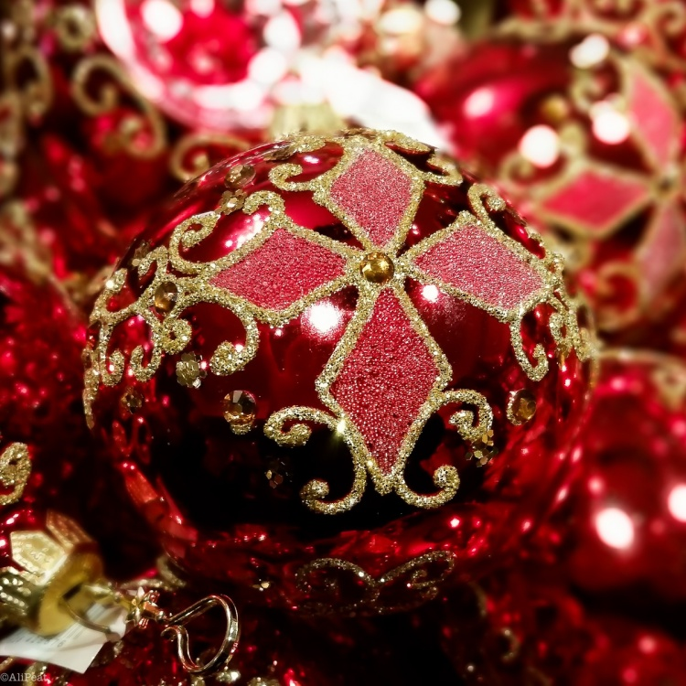 christmas-decorations-red-bauble